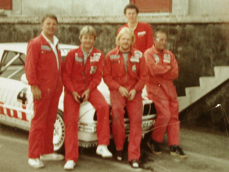 Steffan Irmler with mechanics of the BMW team of Linder in 1985