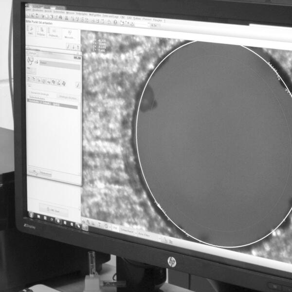 Qualitätssicherung mit Zeiss-Messmachinen und Oberflächen-Messgeräten