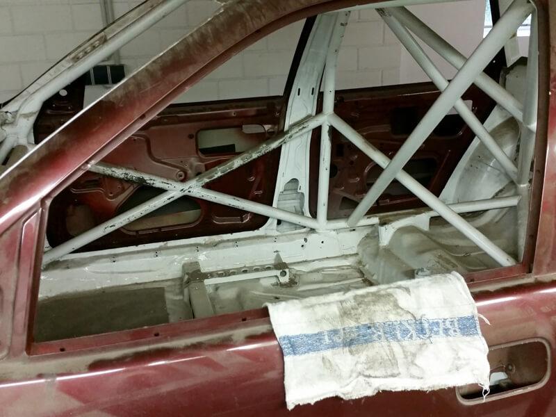 Restaurierung Rennwagen Vauxhall Cavalier mit Reproduktion von Fahrzeugteilen