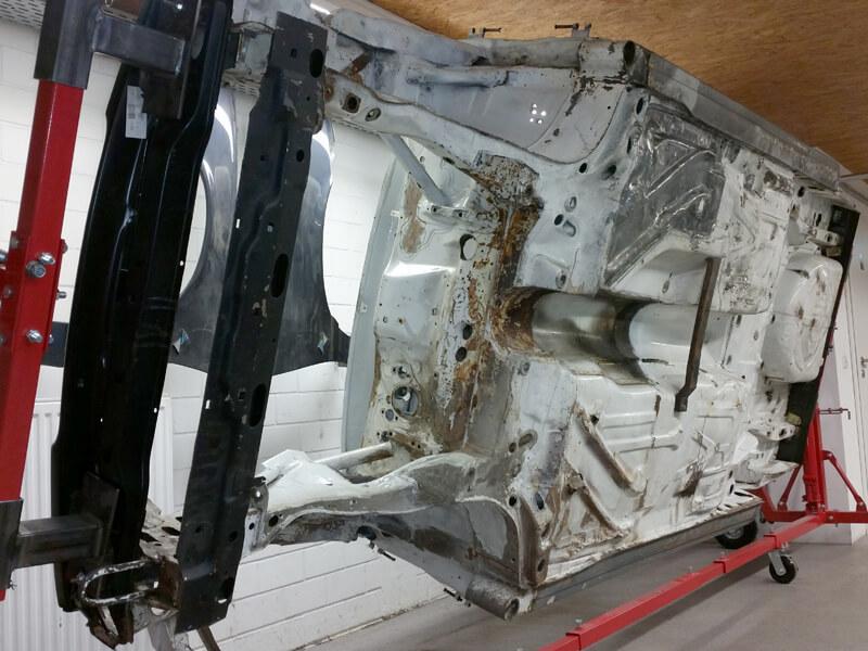 Restaurierung Tourenwagen Vauxhall Cavalier mit Reproduktion von Fahrzeugteilen