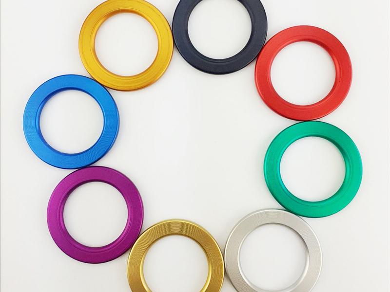 Optionale Systemfarben wie auf der Abbildung möglich (Standardfarbe: Schwarz)